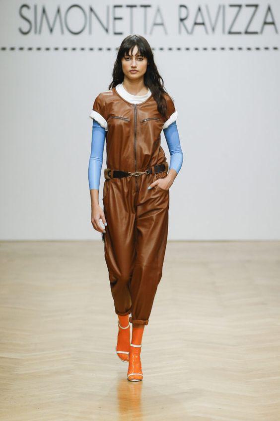 тренды сезона осень зима 2019 2020, кожа, модные ткани и материалы, кожаный комбинезон