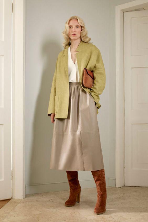 колор блокинг, юбка и кофта, сапоги, серая юбка