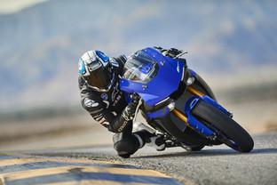 2019-Yamaha-YZF1000R1-EU-Yamaha_Blue-Act
