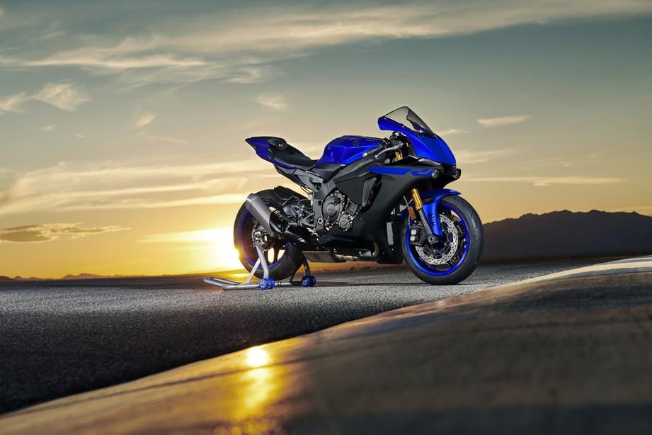 2019-Yamaha-YZF1000R1-EU-Yamaha_Blue-Sta