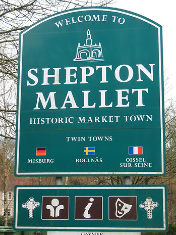 Shepton_Mallet_town_welcome_sign.jpg