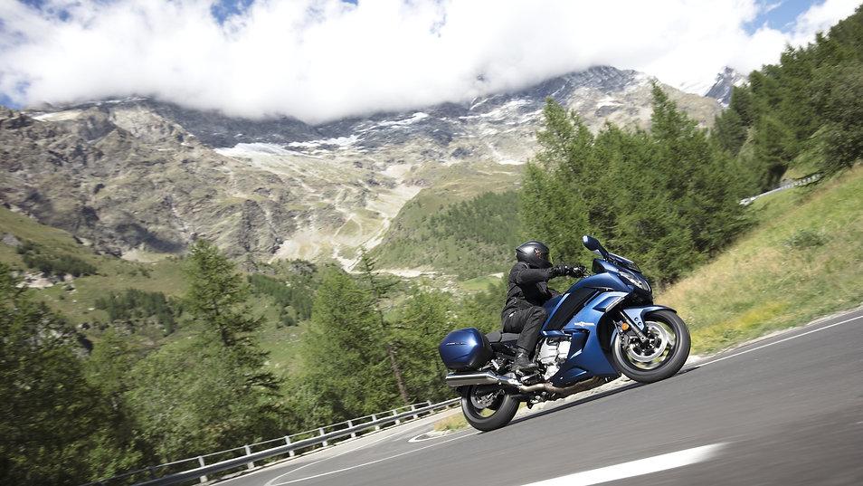 2018-Yamaha-FJR1300AE-EU-Phantom_Blue-Ac