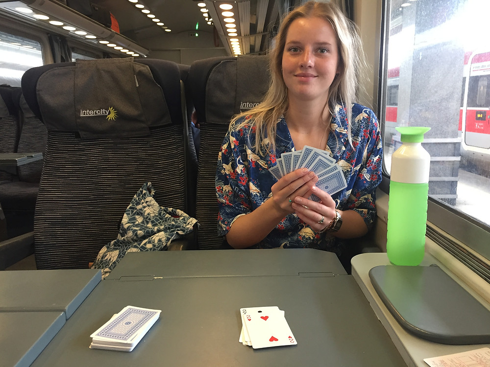 Reizen met de trein is leuk want je kunt spelletjes doen