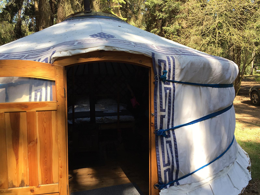 Het rook ontzettend lekker in de yurt in het Nederlandse bos