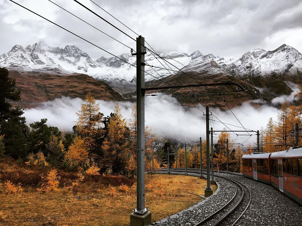 Reizen in de herfst met de trein naar Zwitserland