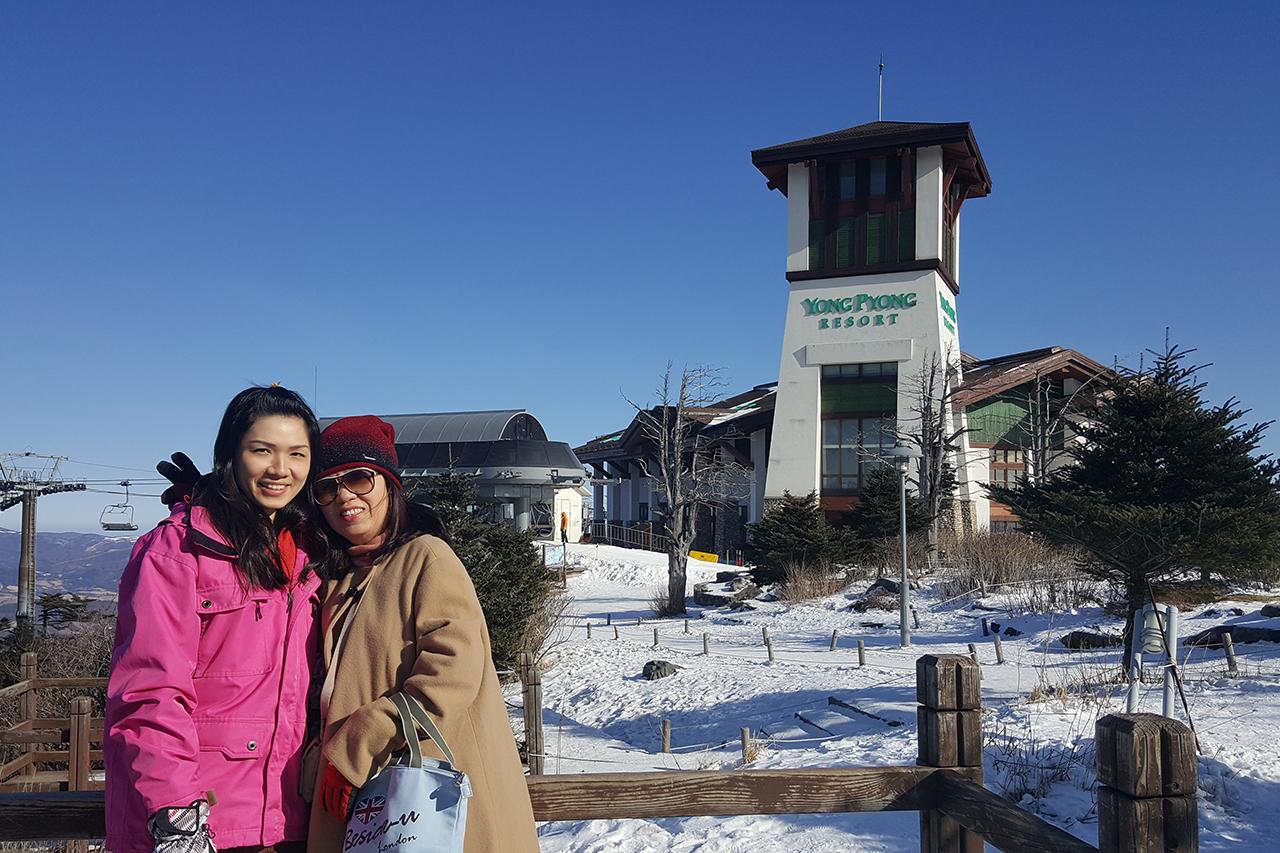 Family ski tour at Yongpyeong resort