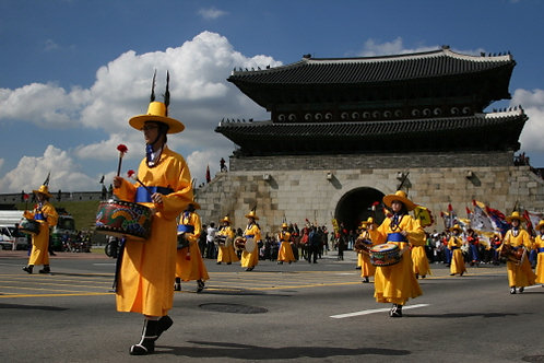 Private Heritage Suwon Hwaseong Fortress & Korean Folk Village