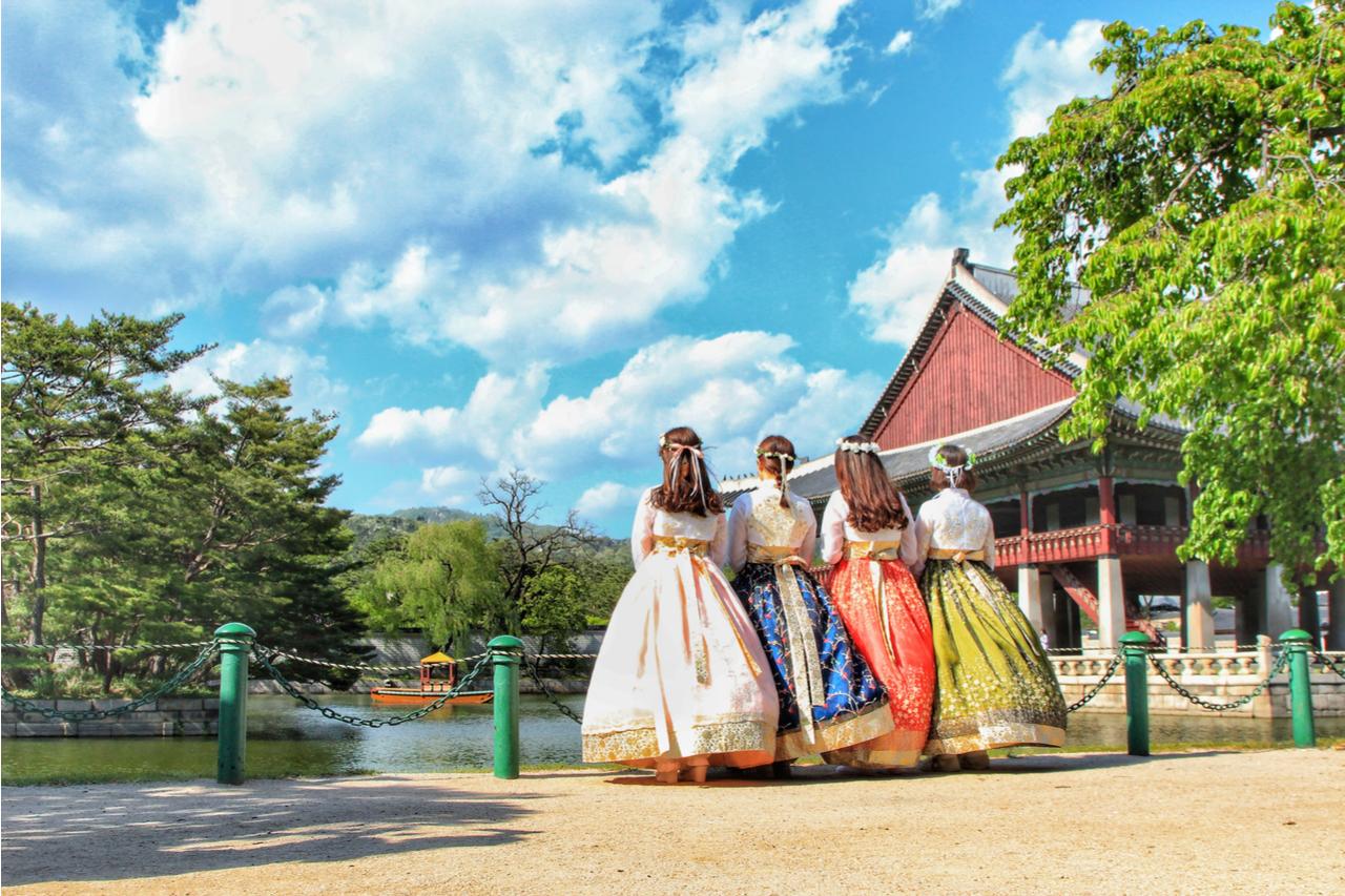 Gyeongbok Palace tour in Hanbok