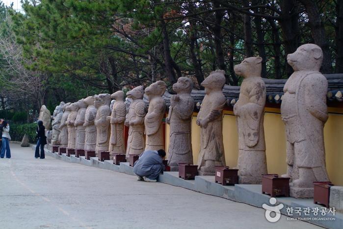 Yonggungsa temple 2.jpg
