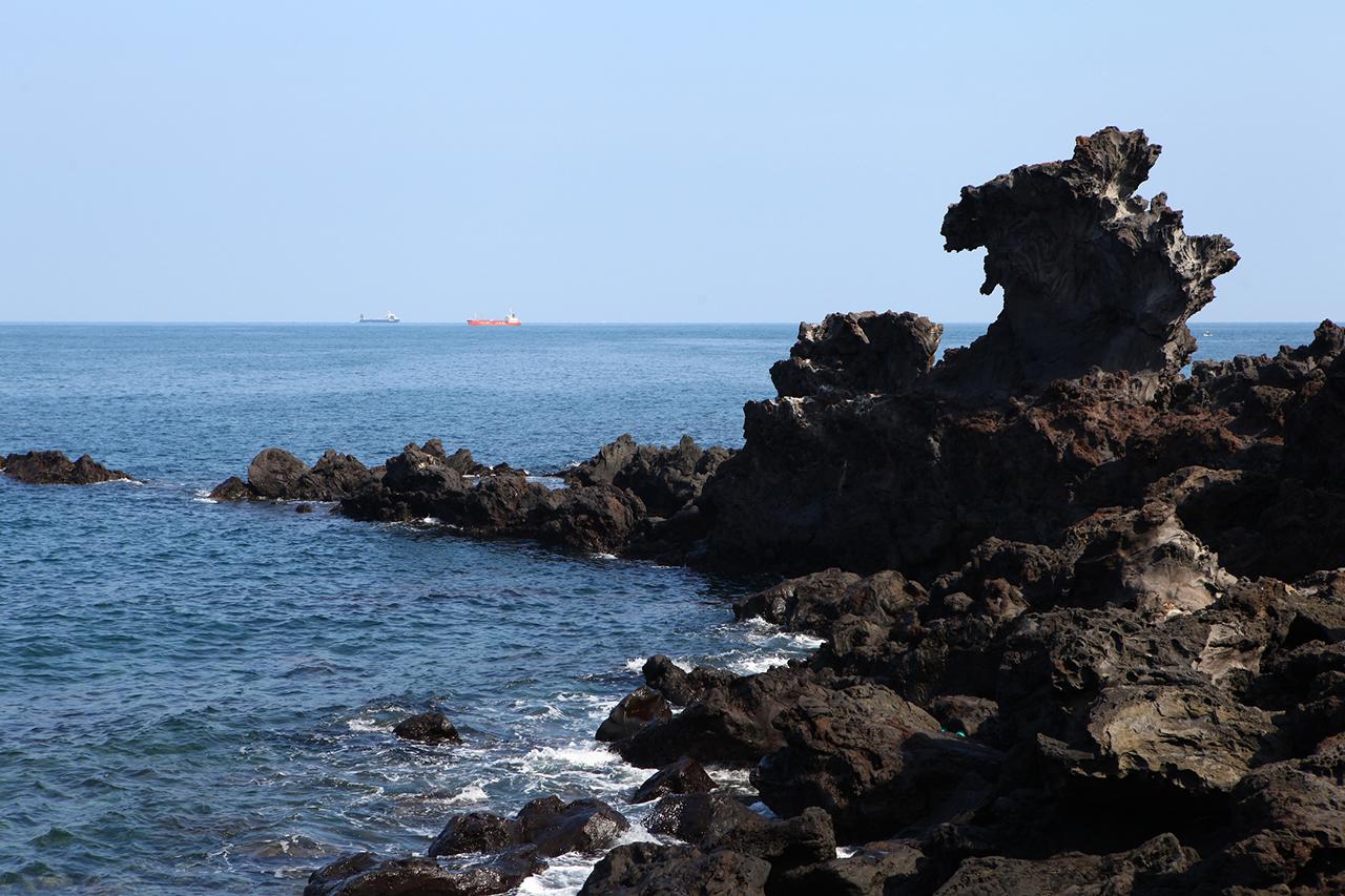 Jeju Yongduam Rock