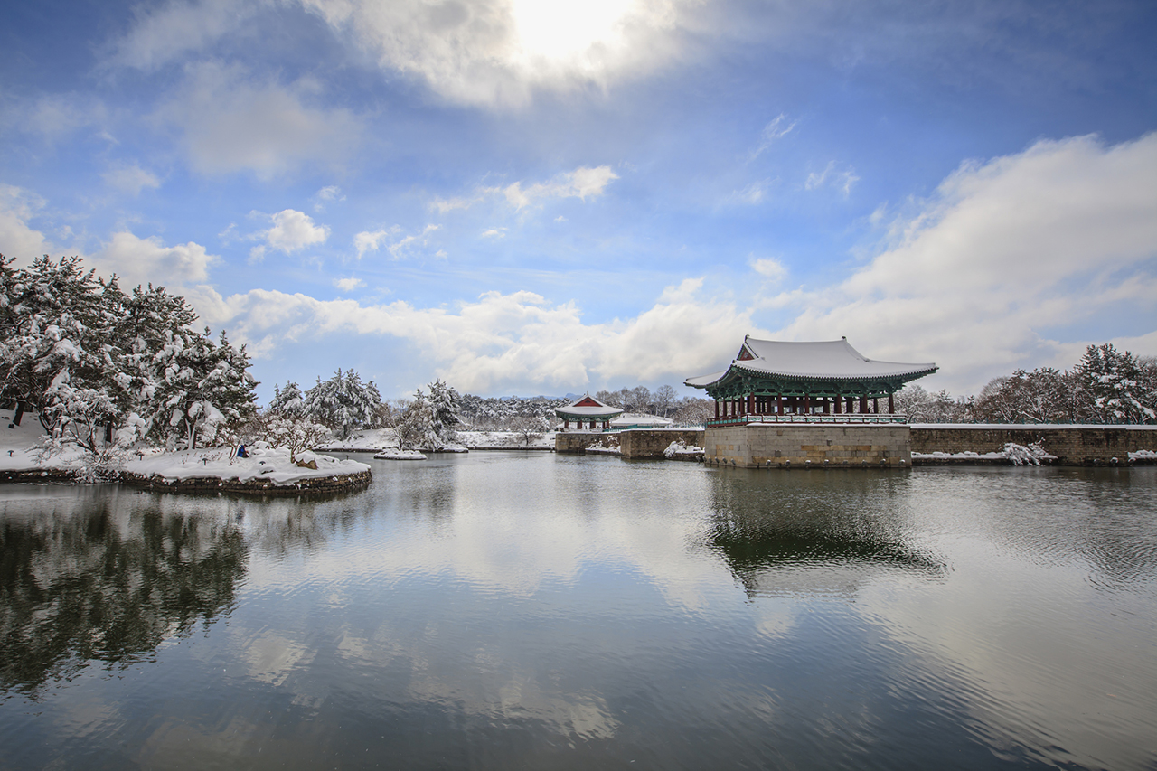 3820142201400015k_Snowscape of Donggung Palace & Wolji Pond