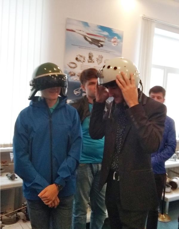 Примерка шлемов