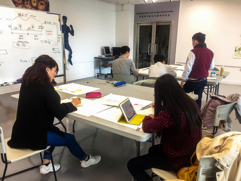 2017_教育大學學生討論壁畫設計 1