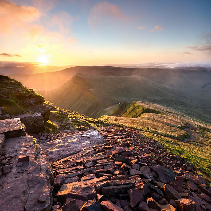 4_Cribyn-from-Pen-y-Fan-in-the-Brecon-Be