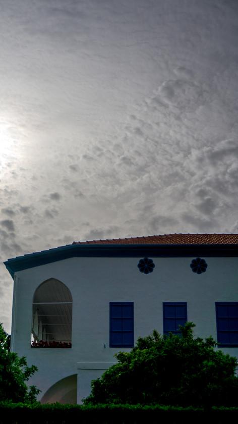 Vista della stanza di Baha'u'llah dall'esterno (finestra in alto)