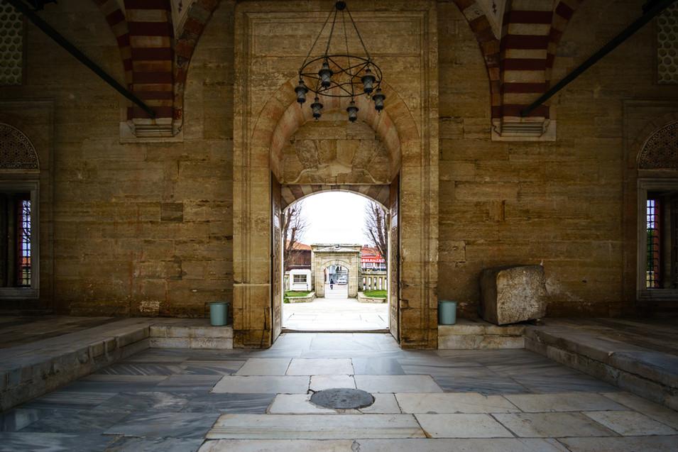 Moschea di Selimiye - vista dell'ingresso esterno dall'interno