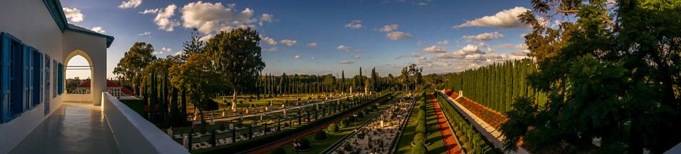 Vista paronamica della balconata e dei giardini