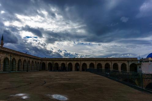 Patio adyacente a la celda de Bahá'u'lláh dentro de la prision