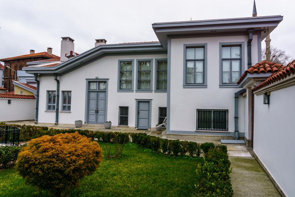 Courtyard House of Ridá Big