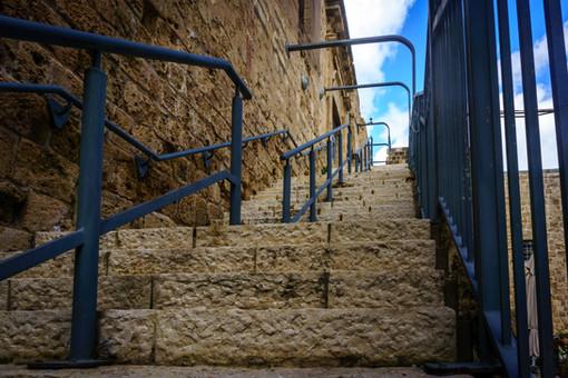 Gradas hacia la entrada de la Prisión