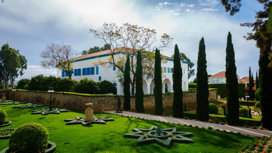 Vista posteriore della Magione e giardini