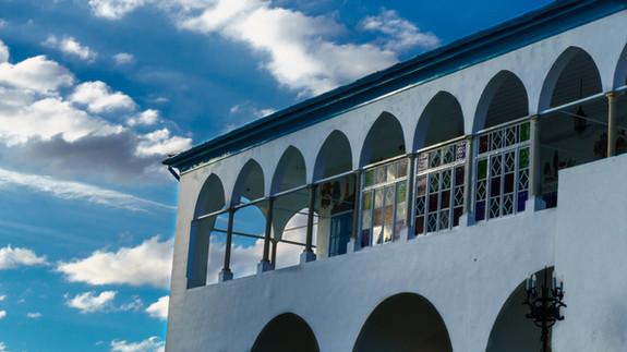Vista del balcon y fachada de la Mansion