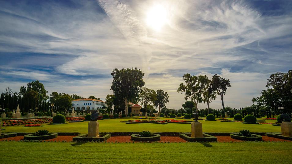 Vista del Santuario, la Mansón y los jardines