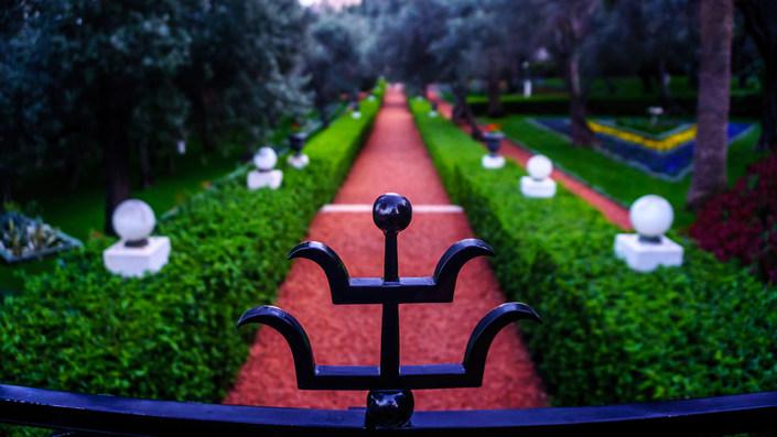 Sendero en jardines alrededor del Santuario
