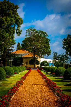 Santuario y jardines alrededor