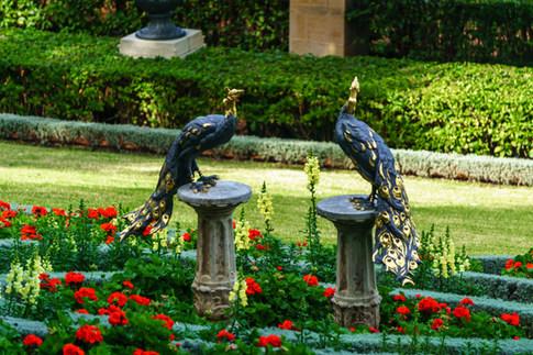 Ornamentos en jardines alrededor del Santuario