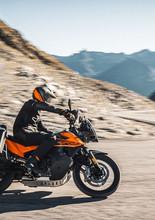 2021-KTM-890-Adventure-2.jpg