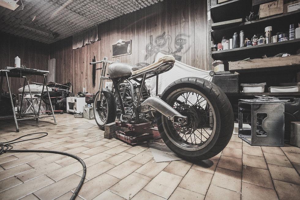 cafe-racer-frame-garage-1599_edited.jpg