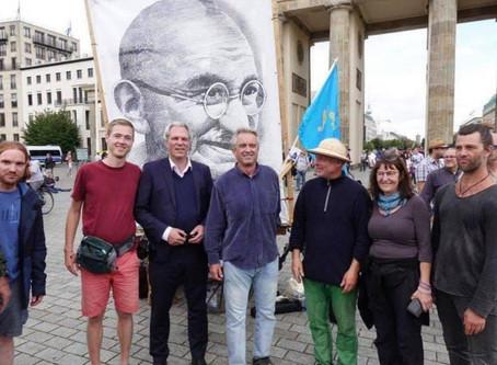 ROBERT F. KENNEDY JR. ARRIVES IN BERLIN TO SPEAK TO COVID-TRUTH RALLY