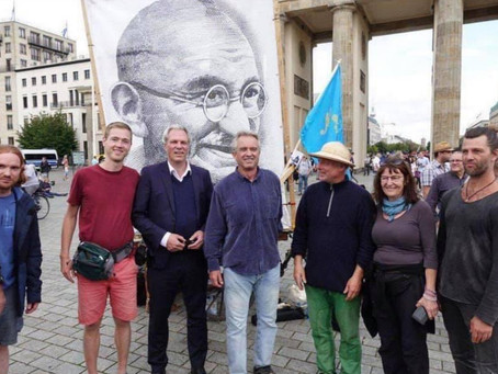ROBERT F. KENNEDY JR. ARRIVES IN BERLIN TO SPEAK TO COVID-TRUTH RALLY