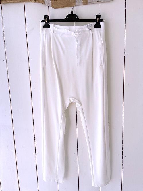 SALE Esvivid - Bequeme Jogpant mit tiefem Schritt - Weiß