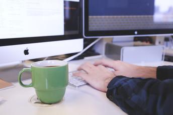 ¿Cómo prevenir que los usuarios envíen correos fuera de la organización?