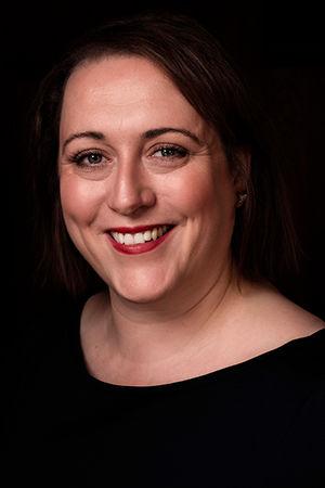 Headshot portrait of Ruth Evanssmiling