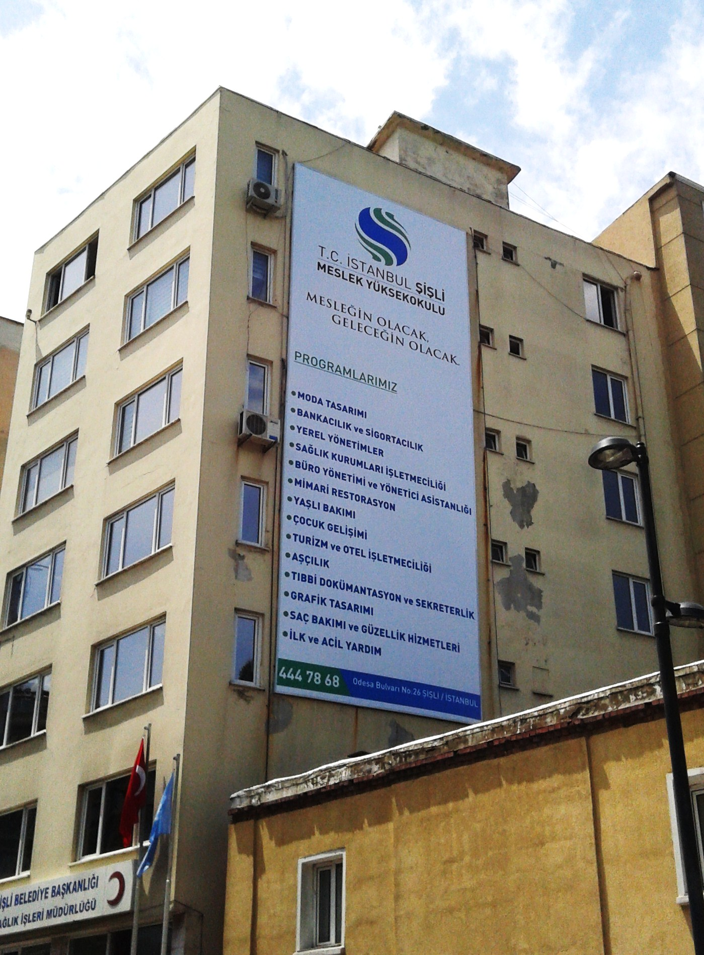 Sağlık Binası Germe Vinil Afişi