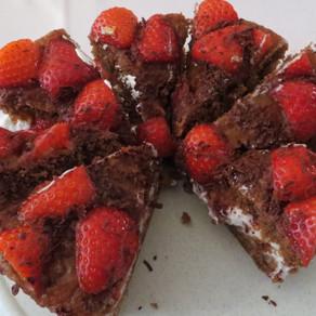 Fatless Chocolate and Strawberry Sponge (low sugar)