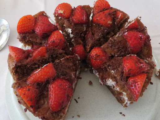 Fatless Chocolate and Strawberry Sponge (low sugar)