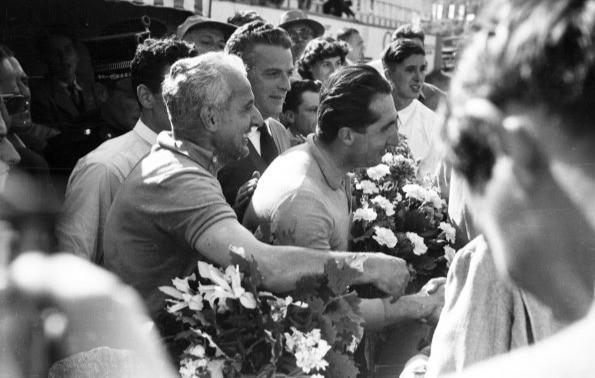 #27 GP del Belgio 1953, Fangio termina la corsa all'ospedale, Ascari trionfa ancora