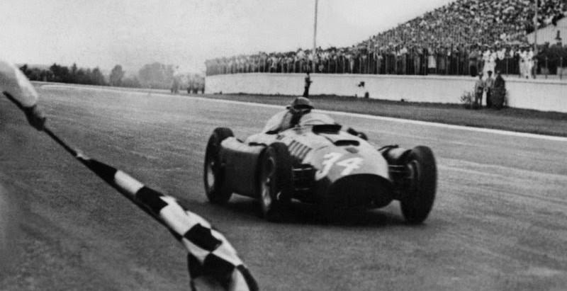 #49 GP d'Argentina 1956, è trionfo per Juan Manuel Fangio con la Ferrari, grazie a Musso