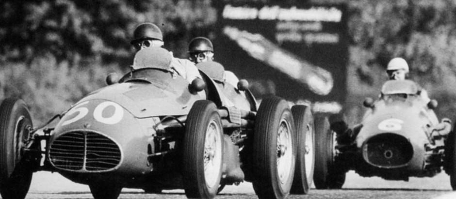 #32 GP d'Italia, Ferrari si ritira dalle corse, Fangio porta in trionfo la Maserati