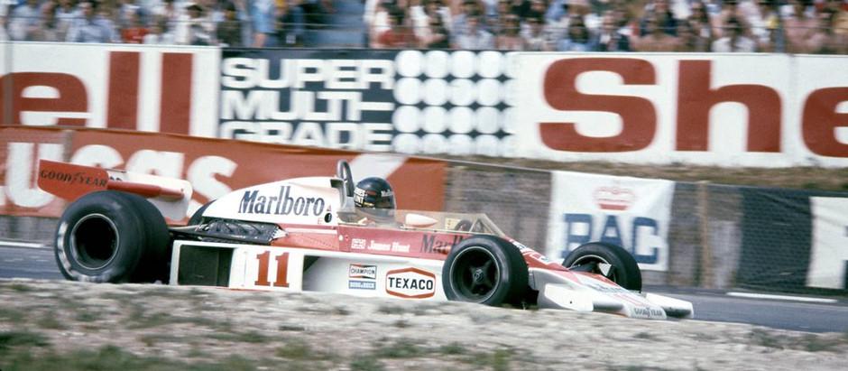 #273 GP di Gran Bretagna 1976, Hunt vince tra le polemiche, Lauda è secondo, ma il regolamento...