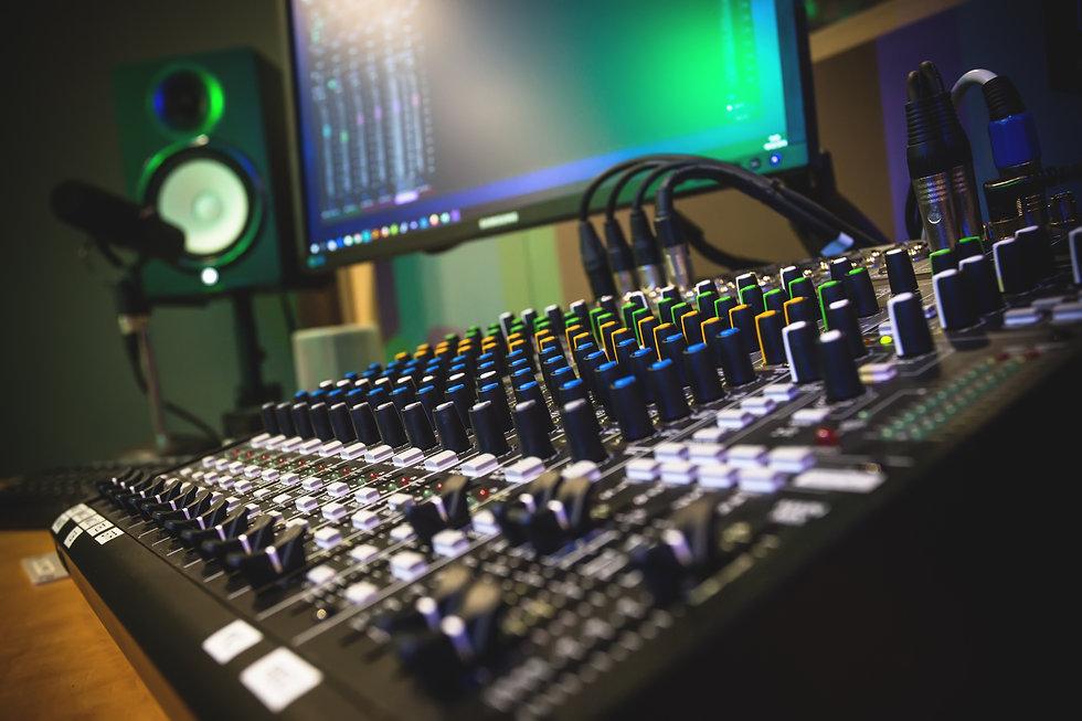 studio-4004849.jpg