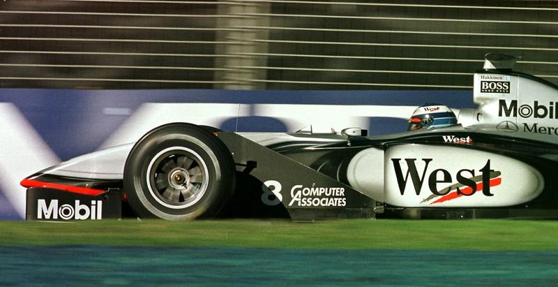 Pre-stagione 1998, inizia il campionato del riscatto di Schumacher e della Ferrari, ma la McLaren...