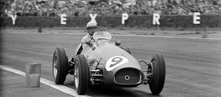 #37 GP di Gran Bretagna 1954, González e Hawthorn portano in trionfo la Ferrari, Fangio è quarto