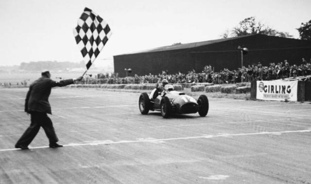 #12 GP di Gran Bretagna 1951, la Ferrari vince la sua prima gara con González