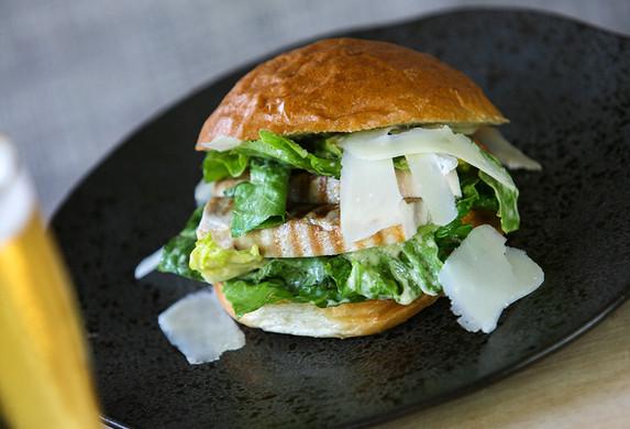 pades-bbq-smoker-burger.jpg