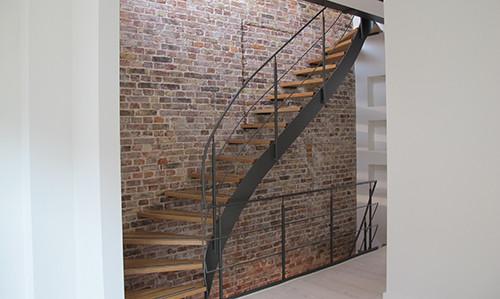 Treppenaufgang Wandanstrich